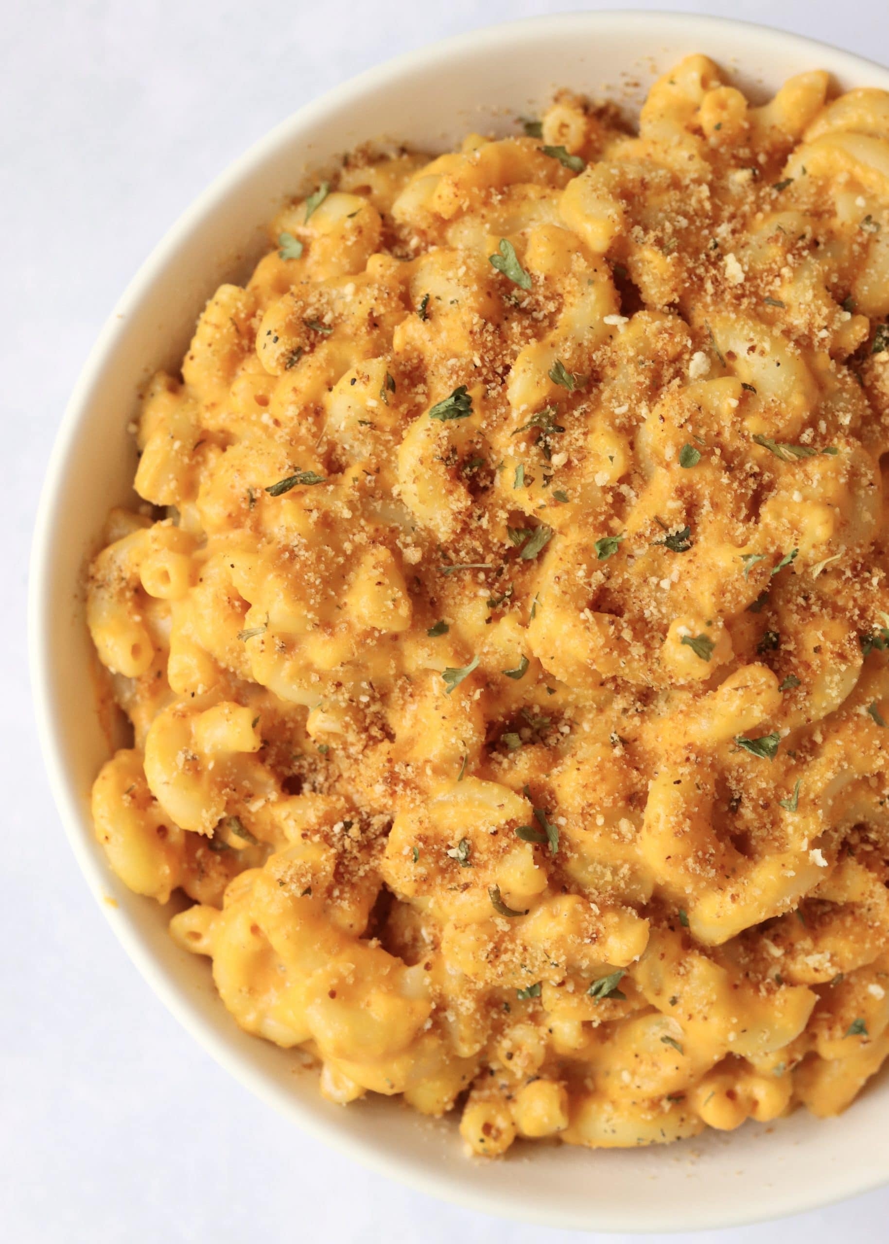 Close up of a bowl of creamy pumpkin Mac & Cheese pasta