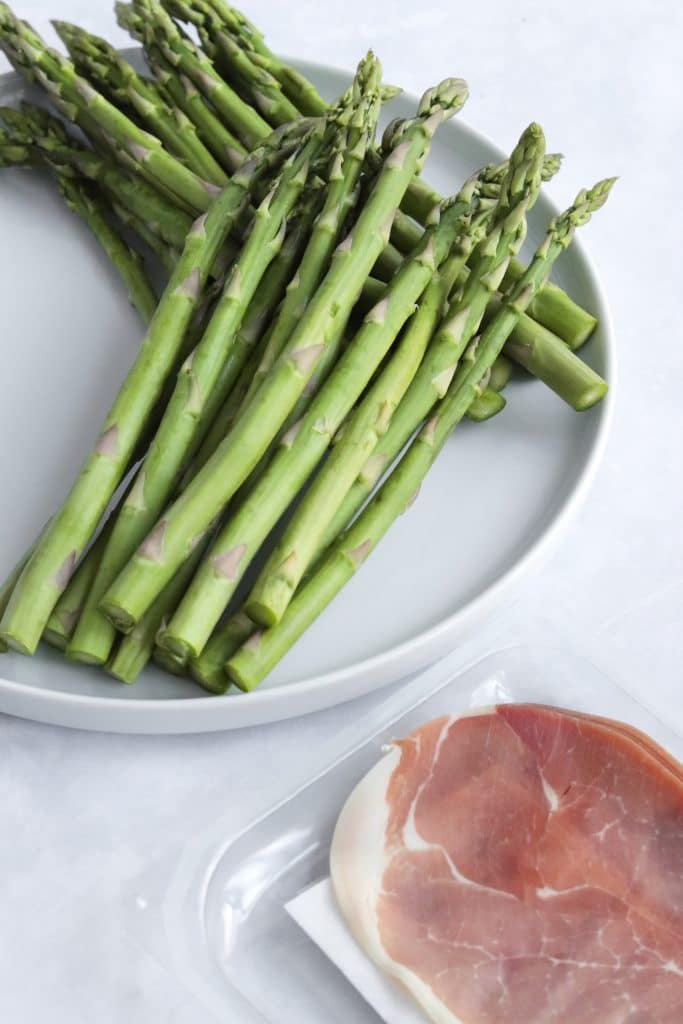 Raw asparagus and prosciutto slices