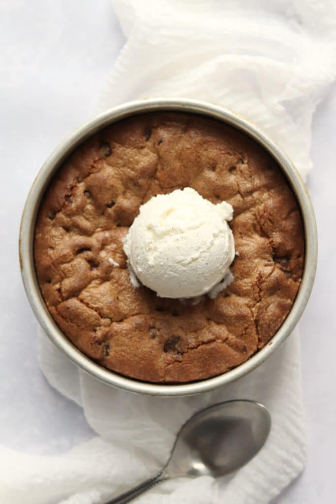 Chocolate chip skillet cookie with ice-cream