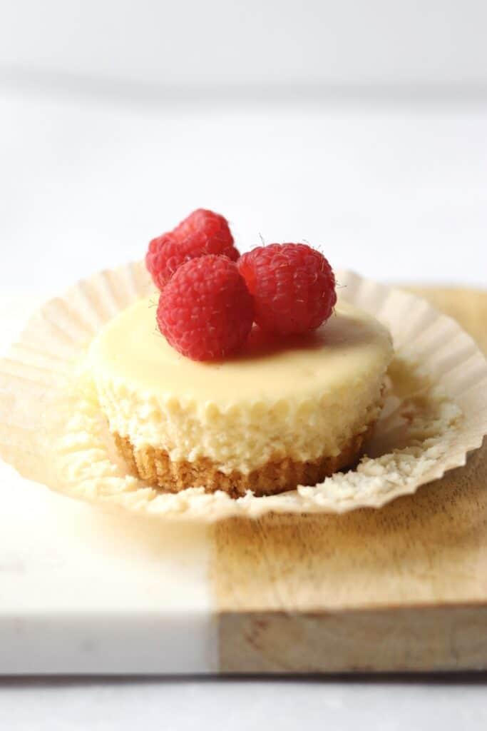 Mini cheesecake with raspberries
