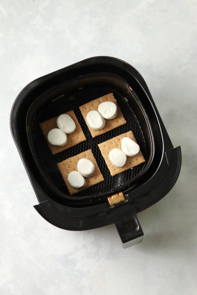 marshmallows on graham crackers